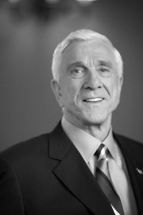 https://nowepogloski.files.wordpress.com/2010/11/leslie-nielsen.jpg